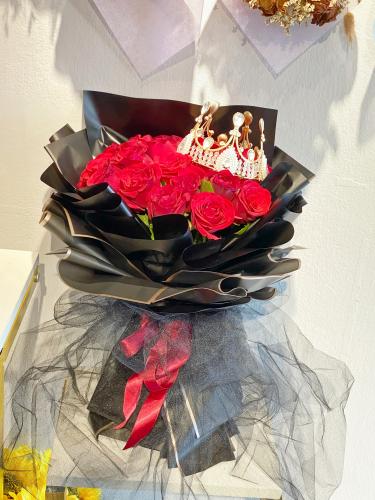 33 red rose