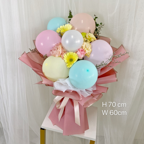 7 macaroons balloon Bouquet