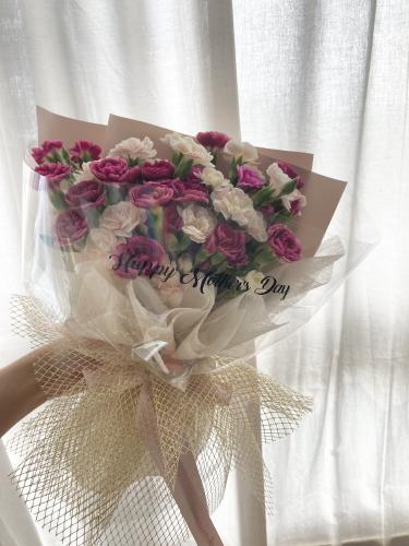 Spray Carnation Bouquet (Medium)