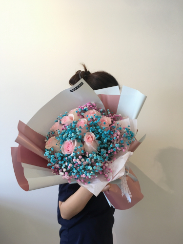 Baby's breath with roses