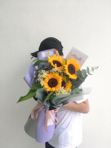 Charlotte (Sunflower & Chamomile)
