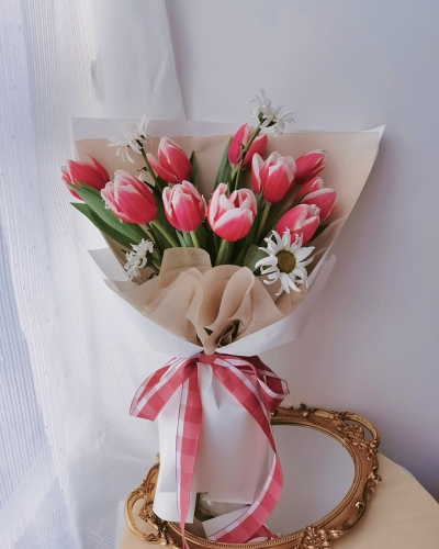 Holland Tulips With Cake Package