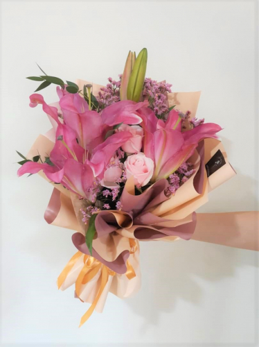 Lilies Bouquet with Pink Roses