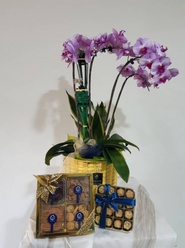 Hari Raya Orchids arrangement with Cookies