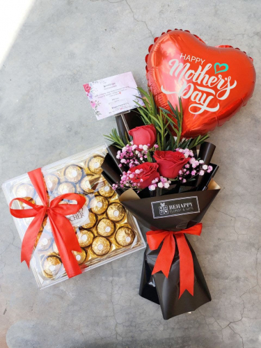 Rose Bouquet with Ferrero Box MD17 (Mother's Day 2021)