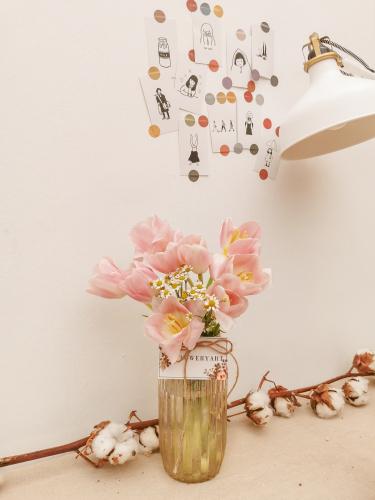 Tulips in the jar 郁金香花瓶