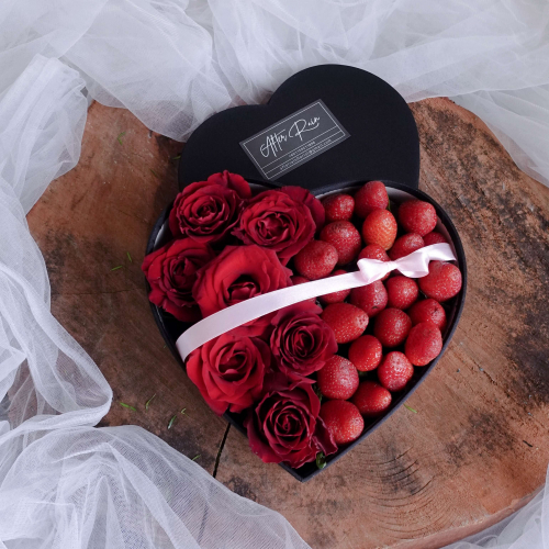 Fresh Strawberry & Rose Heart Shape Gift Box