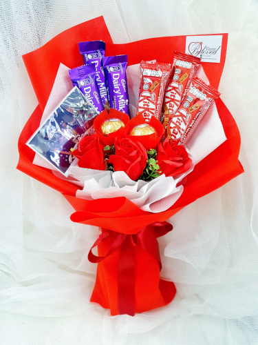 Red Soap Flower With Cadbury Kitkat Chocolate Bouquet ~ Nationwide (COURIER DELIVERY)