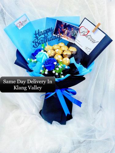 Blue Soap Rose Flower With Ferrero Rocher Bouquet