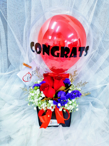 Rose Baby Breath Bloom Box With Foil Balloon