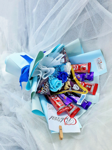 Mix Blue Soap Flower With Kitakat Cadbury M&m's Chocolate Bouquet  ~ Nationwide (COURIER DELIVERY)