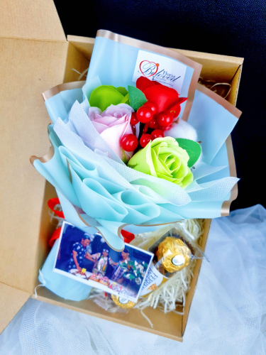 Green Soap Flower Bouquet With 3pcs Ferrero Rocher Gift Box