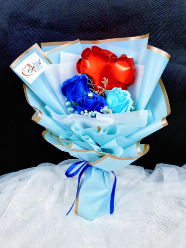 Blue Soap Rose With Mini Balloon Bouquet