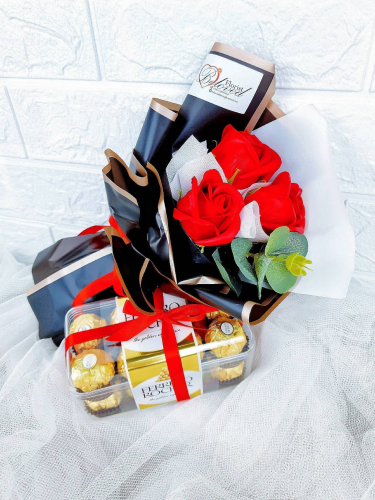3 Stalks Artificial Soap Rose With Ferrero Rocher Bouquet