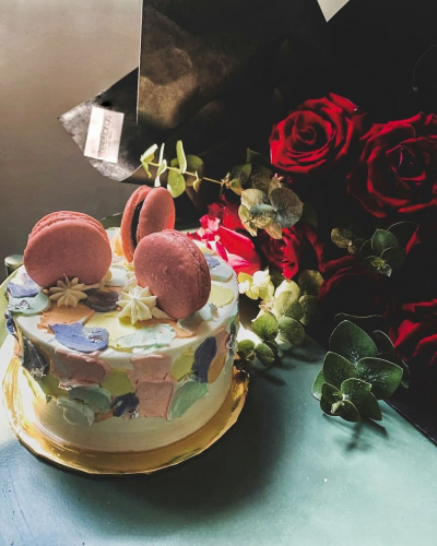 Red Roses + Cake Package