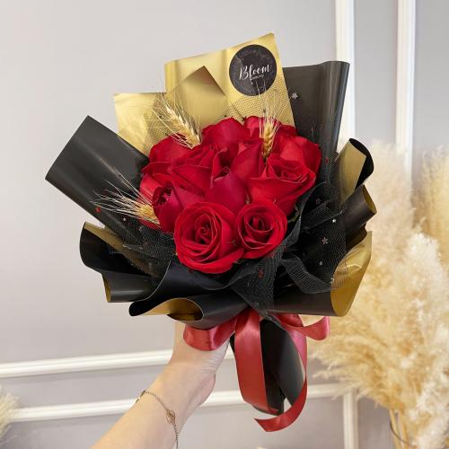 Valentine Hand Bouquet 03