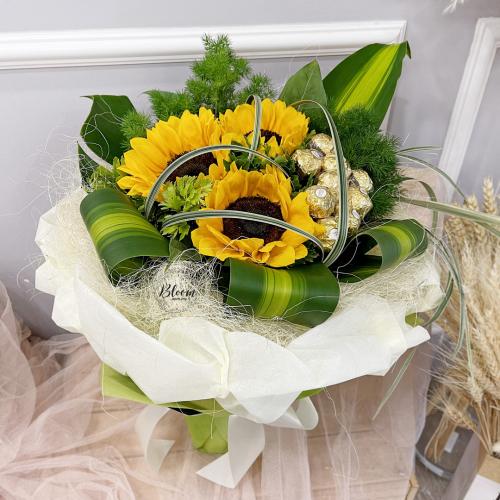 Flowers With Ferrero Rocher Hand Bouquet 10