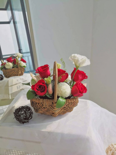 My only - Red roses basket
