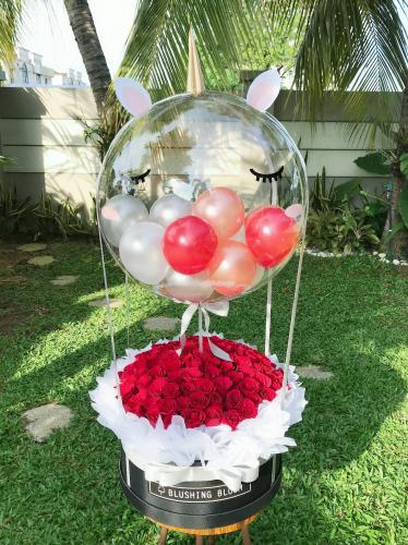 UNICORN SPELL : GIANT BALLOON & ROSES / STRAWBERRIES BOX