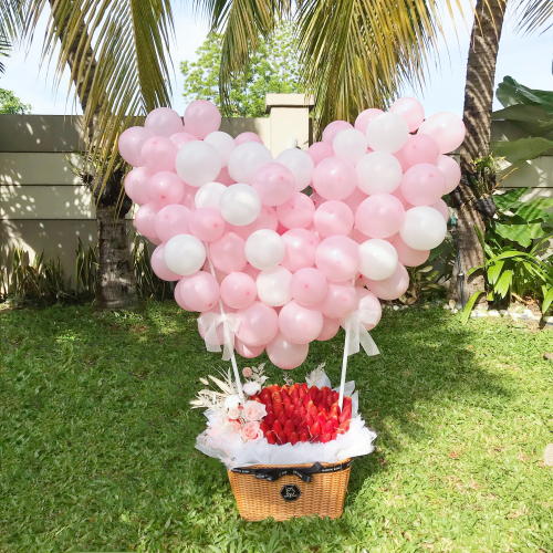 GIANT BALLOON & STRAWBERRY + FLOWER BASKET