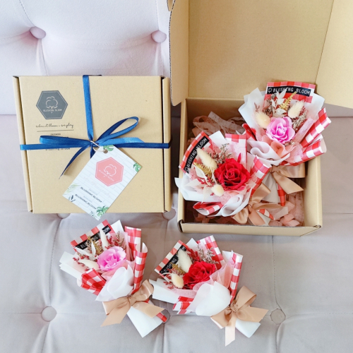 MOTHER'S DAY SPECIAL : MINI FIRST KISS GIFT BOX BOUQUET
