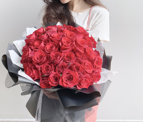 52 Premium Red Roses