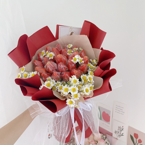 Strawberry Bouquet | S Size with Chamomile