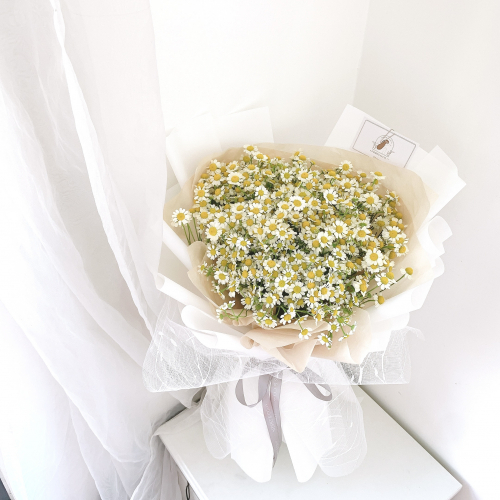 (M) Lovely Chamomile Bouquet