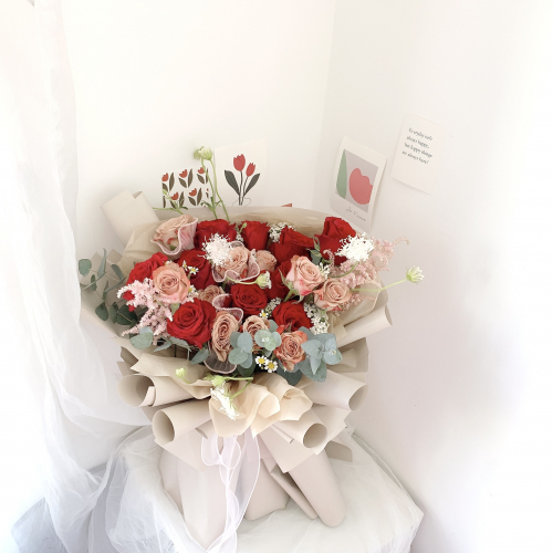 Cappuccino Mixed Red Roses