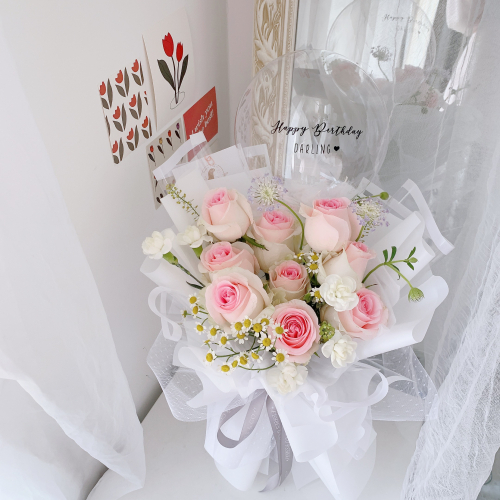 Romantic Pink Rose bouquet with balloon