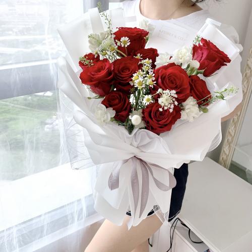 Classic Rose Bouquet in White | 11 stalks