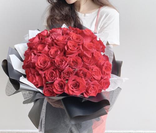 44 Premium Red Roses