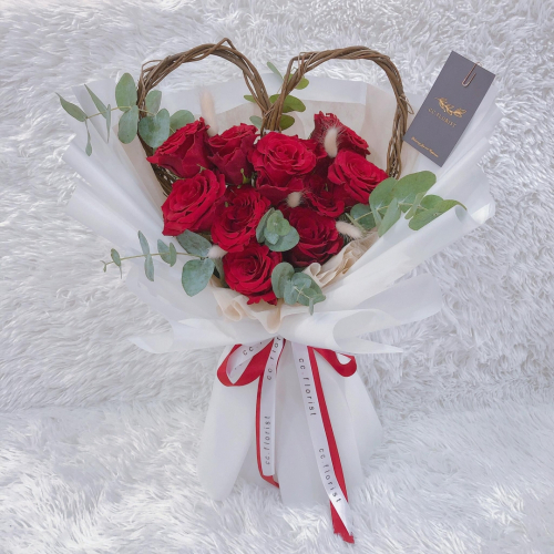 Red Roses in Love Wood (Fresh Rose)