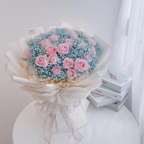 XXL Rose & Baby Breath Bouquet