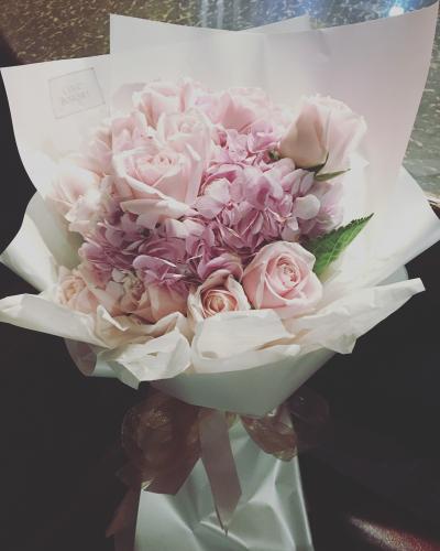Hydrangea and 18 roses