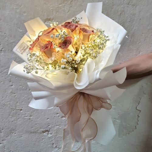 9 cappucino roses