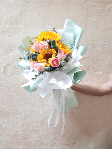 Sunflower mix roses bouquets