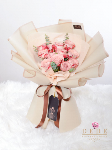 12 stalk Cappuccino Rose Hand Bouquet