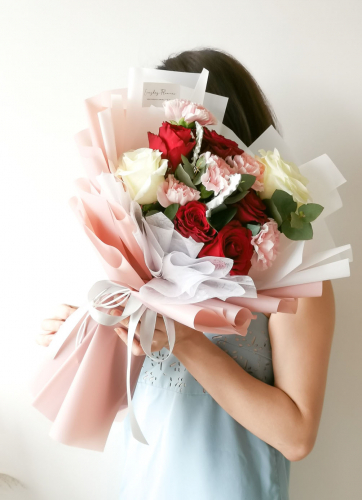 Mother's Day Queen Carnation Bouquet