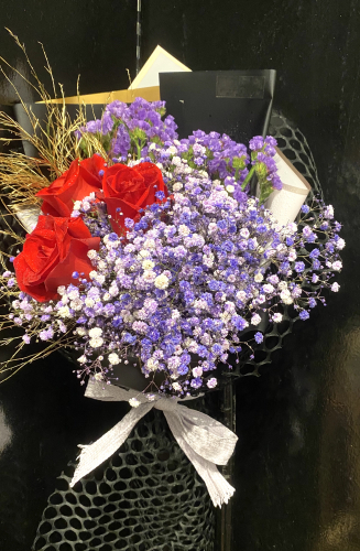520 special- red roses and violet baby's breath