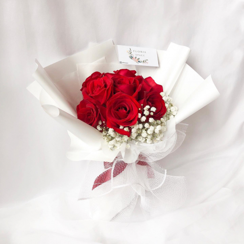 Red Roses & Baby Breath