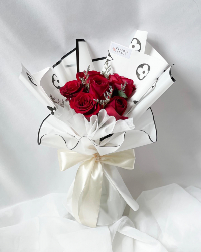 LYNA: Red Roses & Caspia