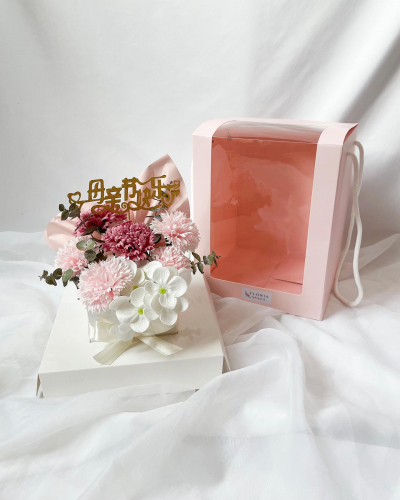 MOTHER'S DAY 2021 [M05]: Soap Carnations in a Pink Box