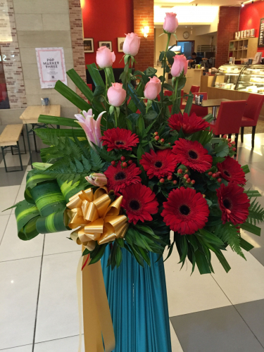roses and daisy congratulatory flower stand