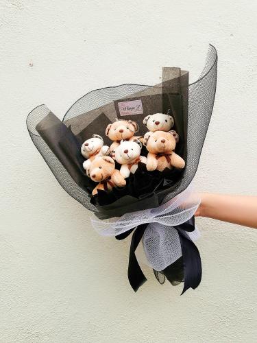 TB001 Bear Hand Bouquet