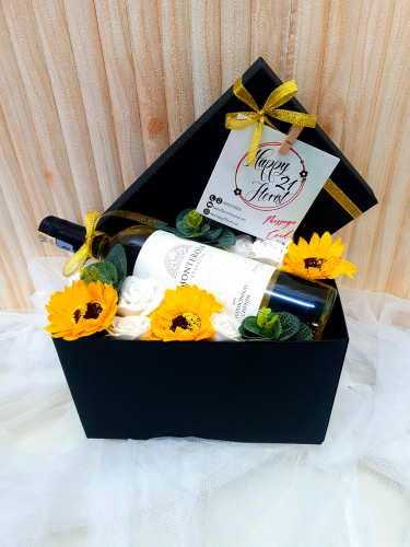 Father's Day 2020 Mix Soap Flower With White Wine In Box