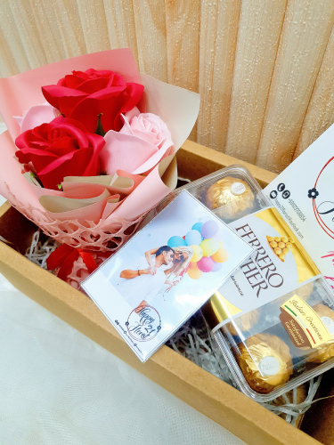 Soap Rose Bouquet With Ferrero Rocher 16pcs Gift Box