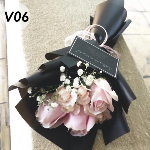 V06 - Pink rose with spray carnation