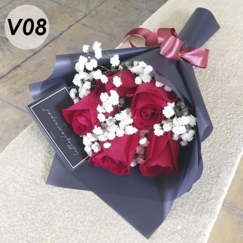 V08 - Red roses with baby breath