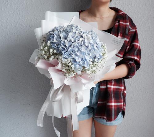 Hydrangea with Baby's breath bouquet